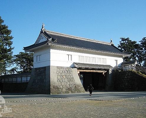 銅門(あかがねもん)