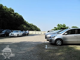 ばら苑駐車場