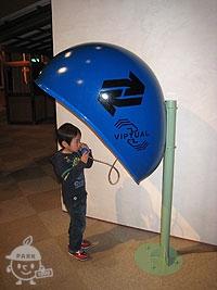 青い公衆電話