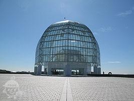 大きなガラスドーム