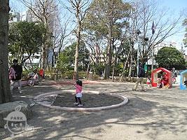 遊具のある広場