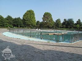 入り口広場(イベント池)