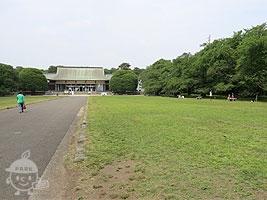 たてもの園前広場