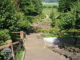 調整池へ続く階段