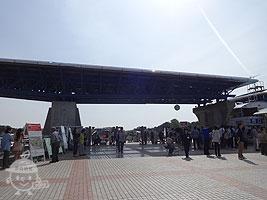 公園入口(西口・翼のゲート)