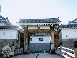 東御門・巽櫓(ひがしごもん・たつみやぐら)(有料)
