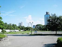 紅花山庭園前の広場