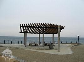 海を一望できるベンチ
