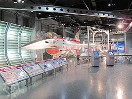 XF-2支援戦闘機 実物大モックアップ(模型)の展示がありました。