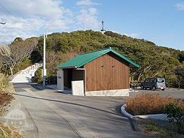 魚見塚展望台の駐車場とトイレ