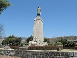 根津嘉一郎翁銅像