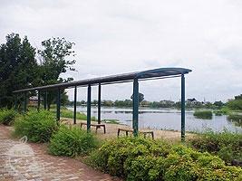 屋根付きベンチ