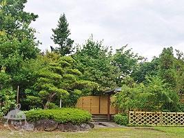 日本庭園風の東屋