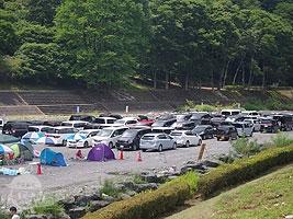 河川敷の駐車場