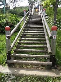 高台への階段