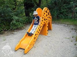キリンの滑り台
