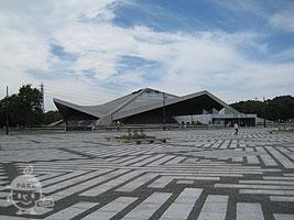 体育館と中央広場