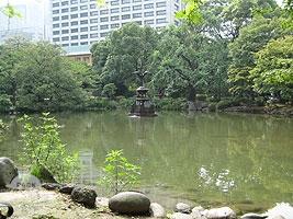 雲形池と鶴の噴水