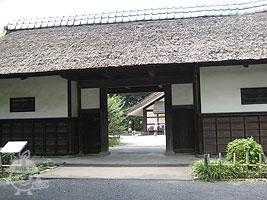 旧三岡家長屋門