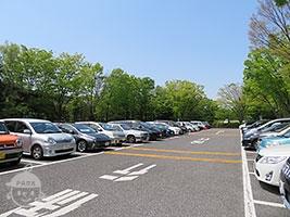 駐車場 土日はすぐ満車になります。