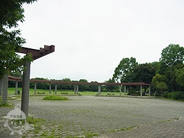 東入口広場