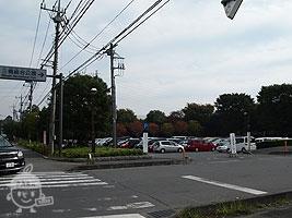 北側入口・駐車場