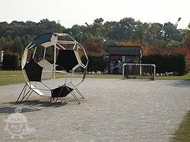 サッカーボールのジャングルジム