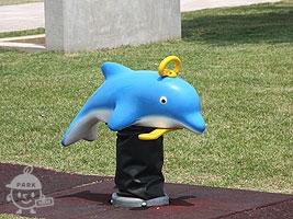 イルカのスプリング遊具