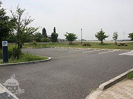 西側駐車場