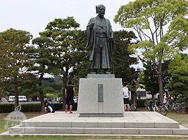 徳川光圀公像