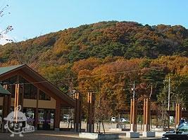 道の駅から眺める「みかも山」