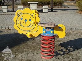 ライオンのスプリング遊具