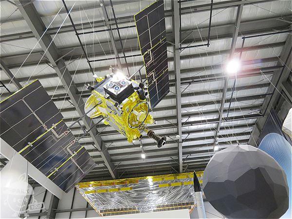 小惑星探査機「はやぶさ2」 (実寸大模型)