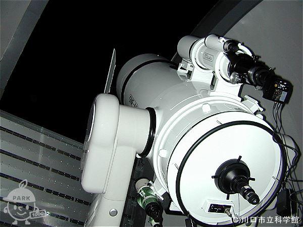 天文台内の望遠鏡