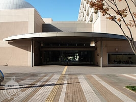 川口市立科学館のある建物