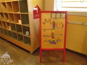 廊下のおもちゃ