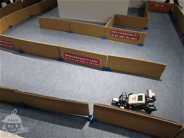 迷路を抜けるロボット