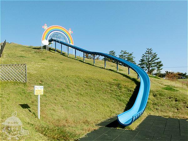 虹の丘すべり台