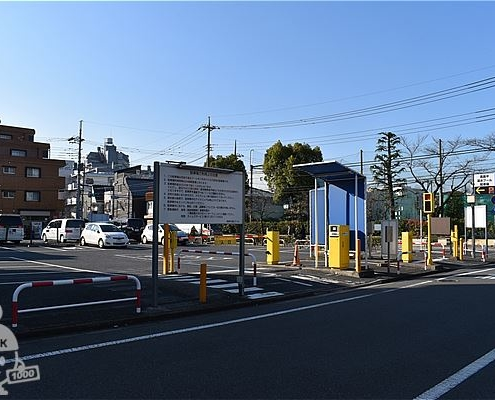 高島平温水プールの専用駐車場
