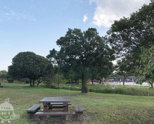芝生休憩所