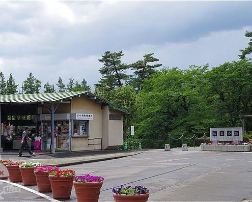 ボート乗り場側の入口と売店
