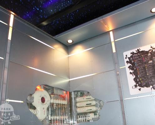 宇宙船のようなエレベーター