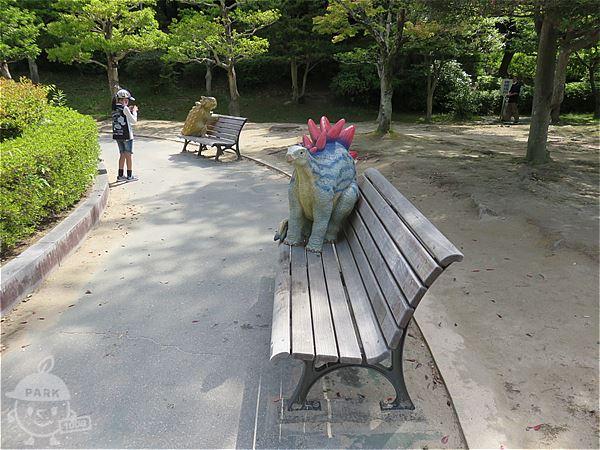 恐竜ベンチ