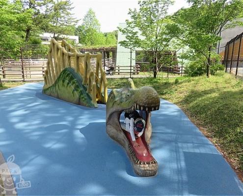 スピノサウルスの滑り台
